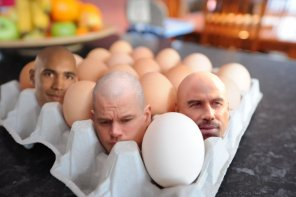 How to Create Big Heads in an Egg Tray